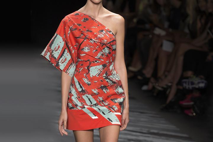 Sukienki asymetryczne – czy powinnaś je nosić?