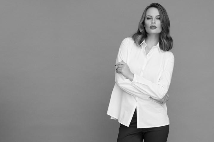 Biała koszula – must have w szafie każdej kobiety