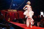 Moschino – moda dla lalek, moda dla kobiet