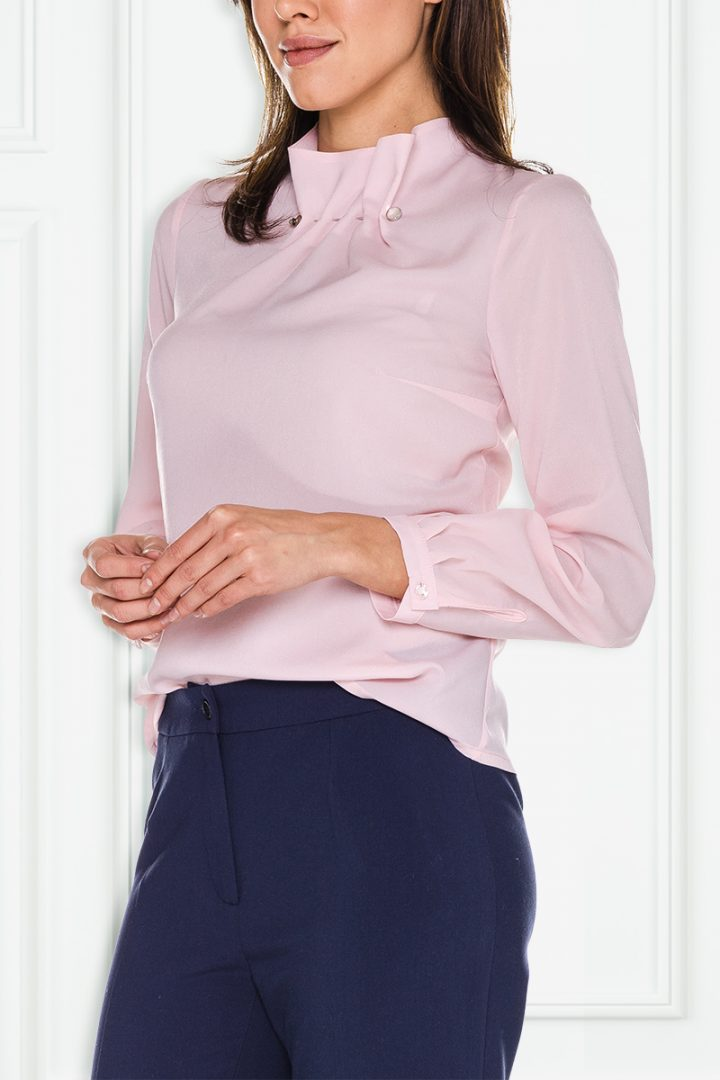 Różowa bluzka ze szpilką – Kumi