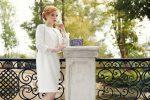 Białe sukienki na specjalne okazje