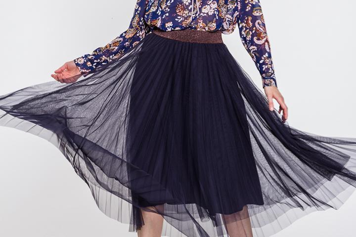 Spódnica tiulowa – dla kogo jest i jak ją nosić?