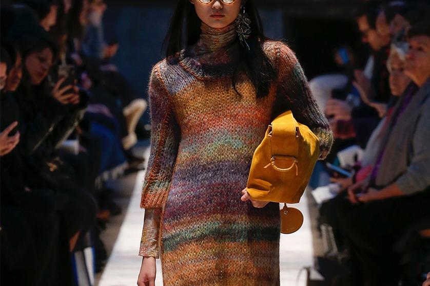291af4a1ae Sezon jesienno-zimowy obfituje w modne kroje sukienek. Mamy duży wybór  stylowych fasonów
