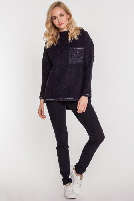 Sweter oversize – jak nosić?