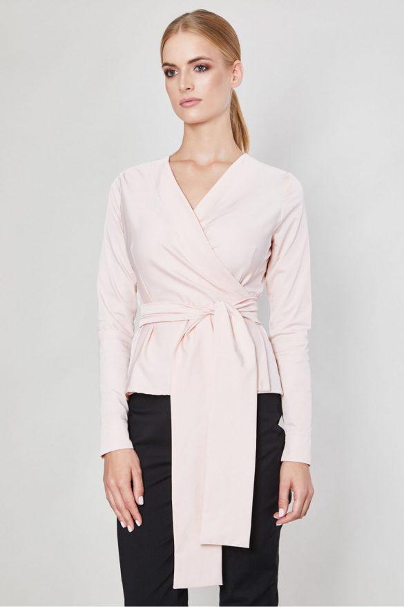 Koszula z żabotem – trik na podkreślenie małego biustu