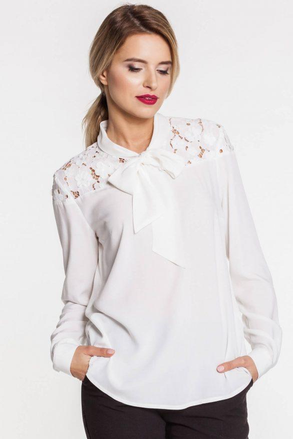 Prześwitujące bluzki – jak je nosić?