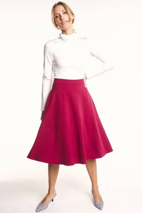 Spódnice midi – najmodniejsze modele