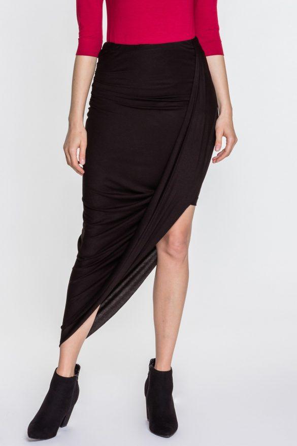 Czarna spódnica – 6 sposobów na udane stylizacje