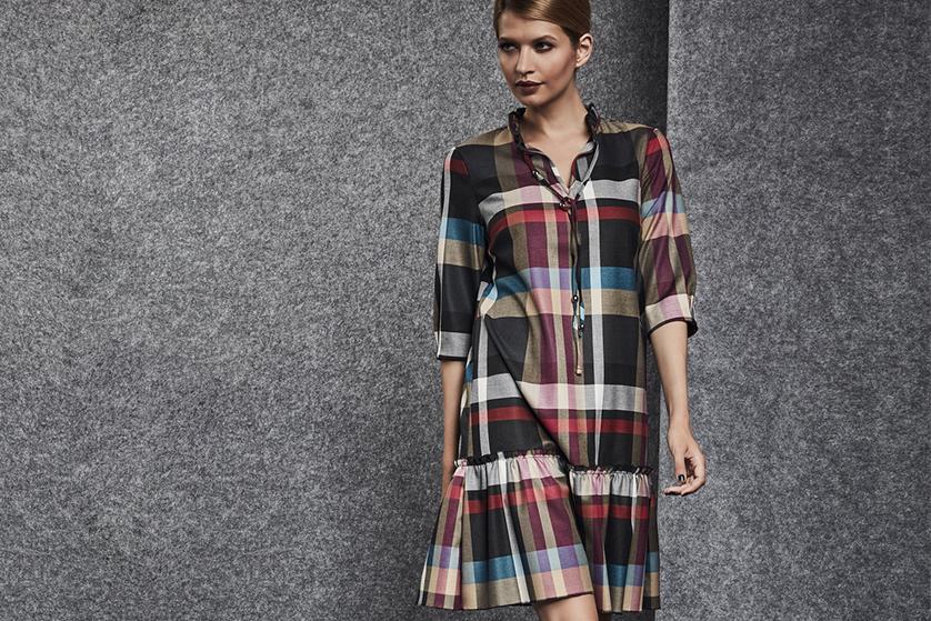 e9127b2cb7 Kraciasta sukienka kojarzy się przede wszystkim z eleganckimi