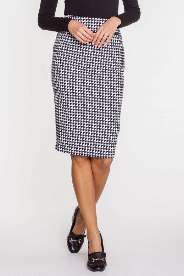 Ołówkowa spódnica – obowiązkowy model w szafie każdej kobiety