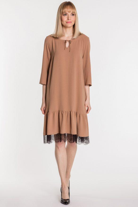 Sukienka pudełkowa – model dla puszystych