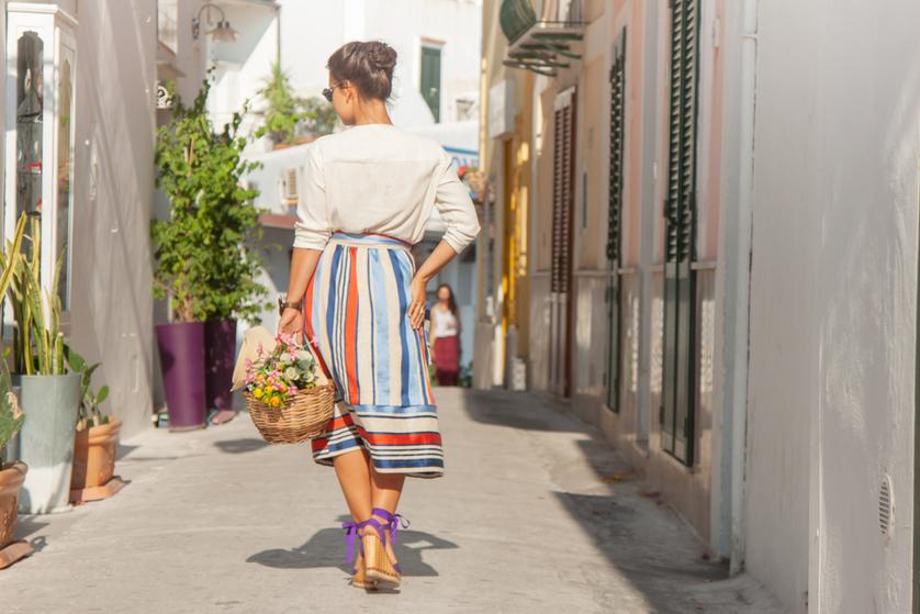 Spódnica wzorzysta czy gładka – która na jaką okazję? Blog