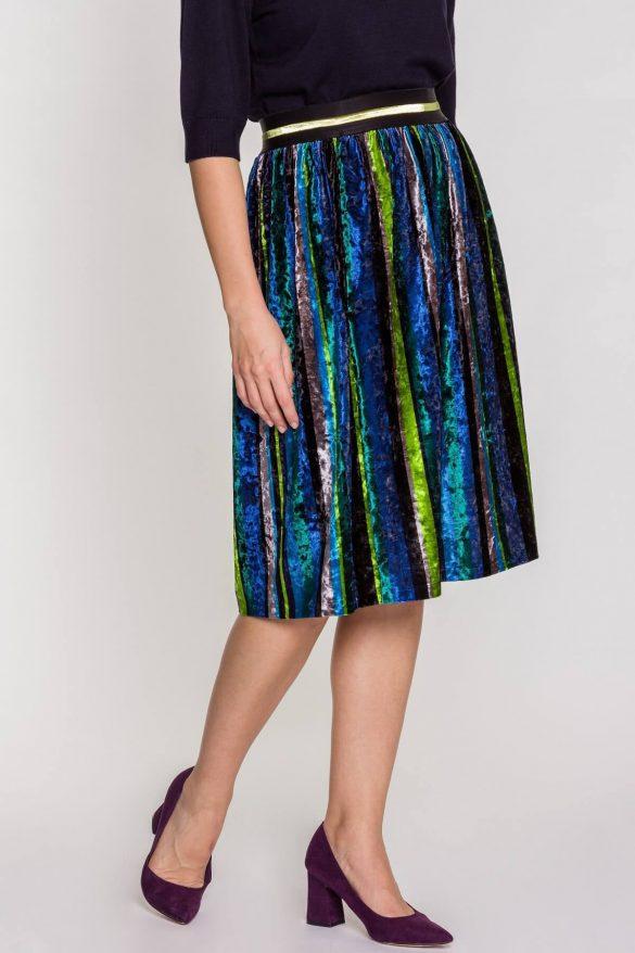 Welurowa spódnica – do czego ją nosić, by wyglądać stylowo?