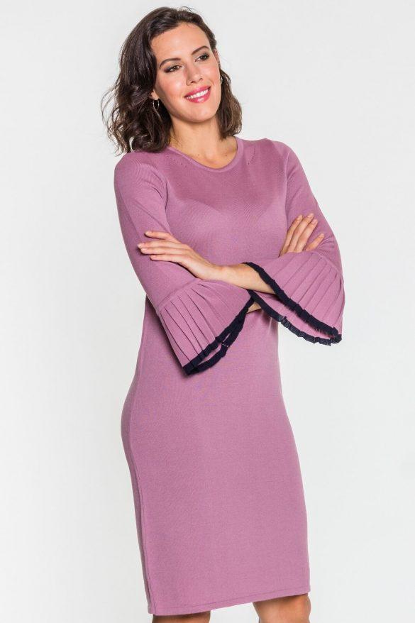 Różowe ubrania – kobiece czy infantylne?