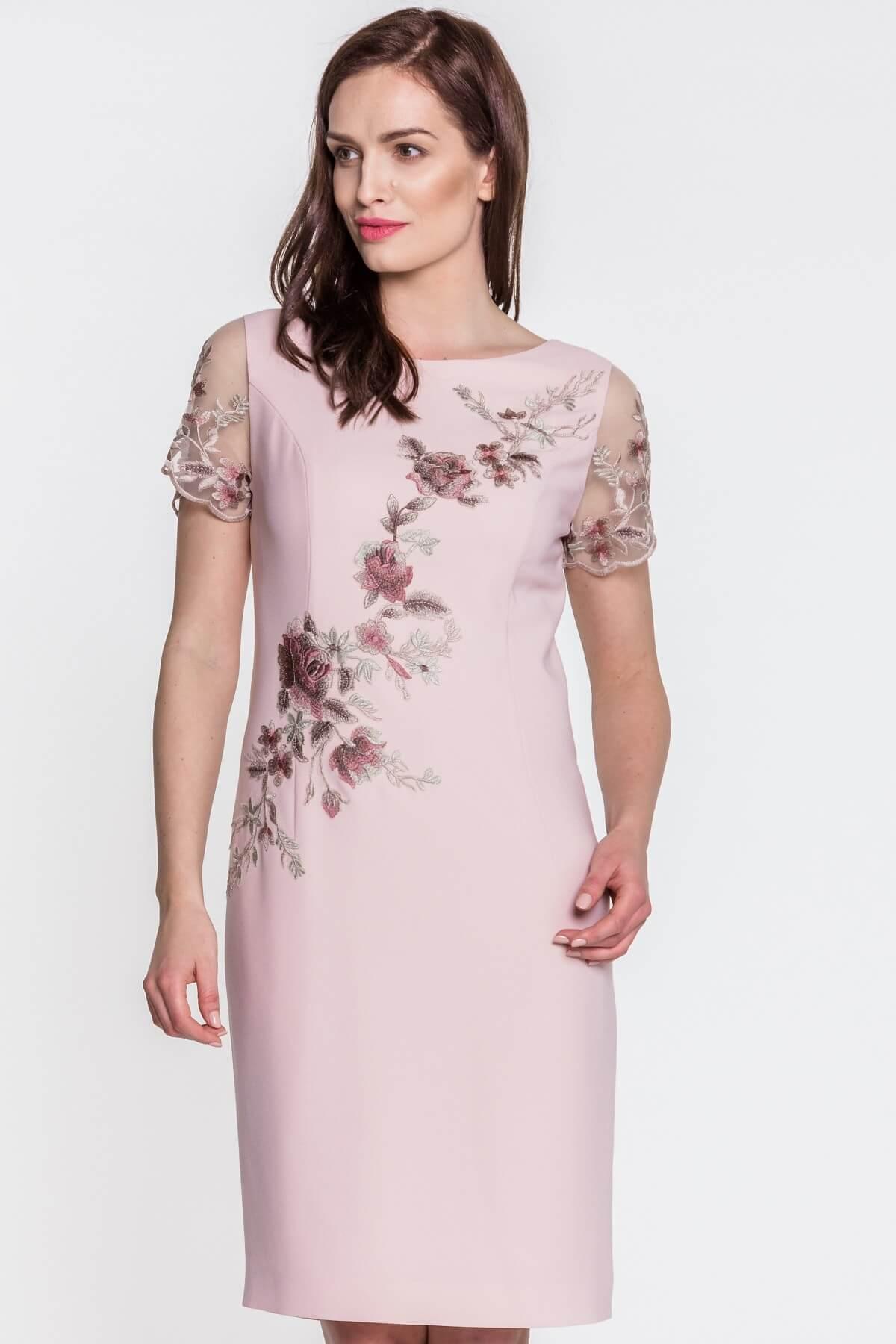 a41c58f86c Róż – kolor idealny dla kobiet w każdym wieku. Jak go nosić