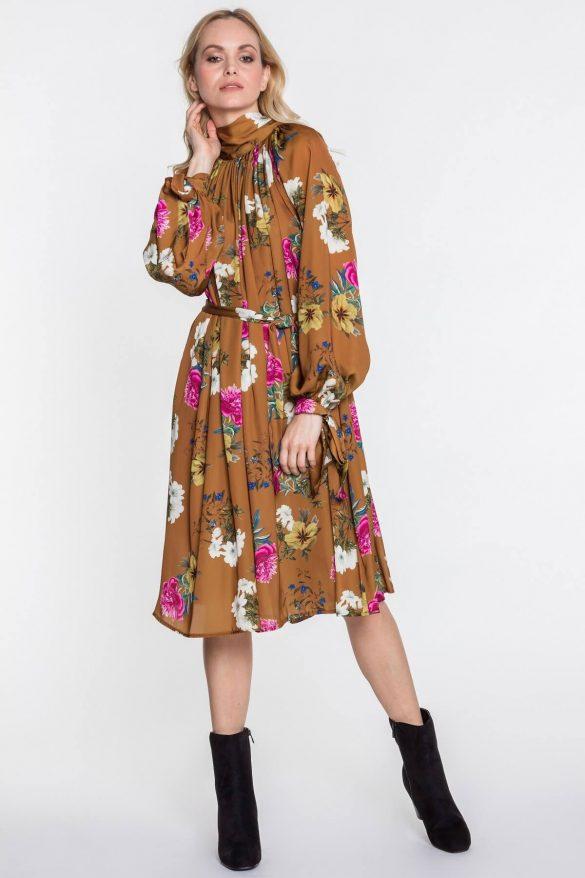 Sukienka w kwiaty – dla miłośniczki stylu boho