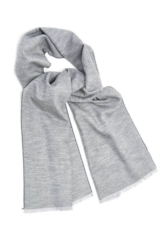 Szale damskie – stylowe otulenie w chłodne poranki i wieczory