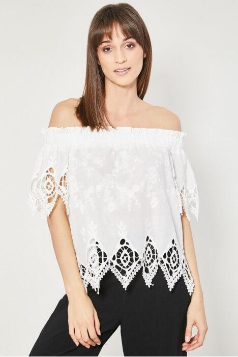 Sukienka i bluzka hiszpanka – kobiecy fason idealny na wiosnę i lato