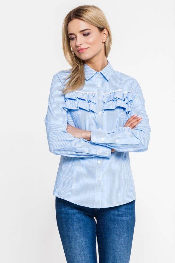 Błękitna koszula – biurowy klasyk, który warto mieć w szafie