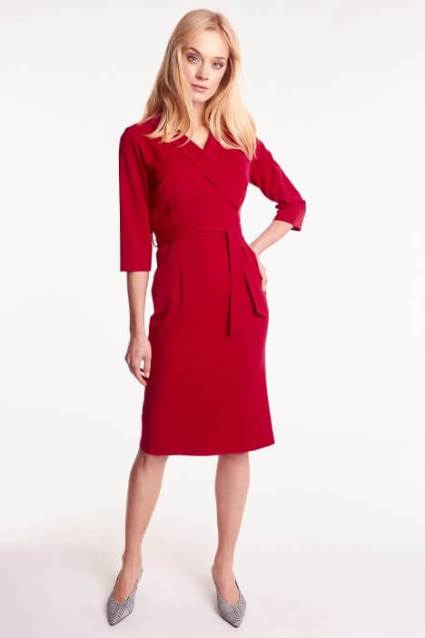 Sukienka kopertowa – idealny model dla kobiet z dużym biustem