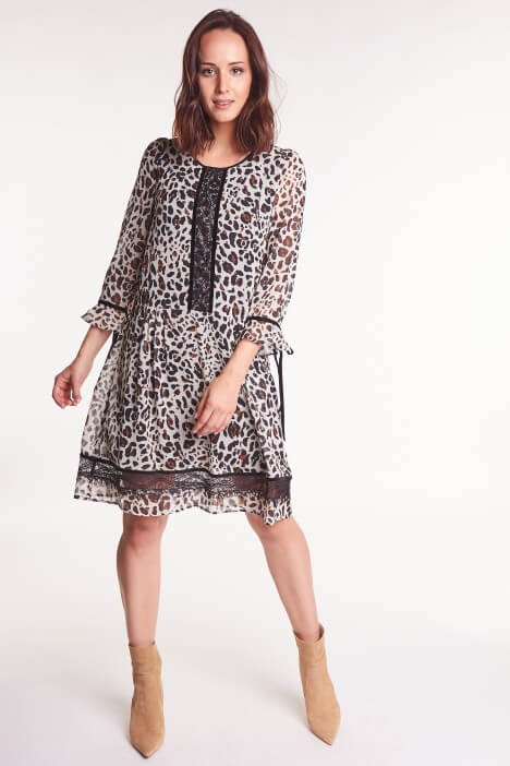 Sukienka w panterkę – idealny wybór na jesień