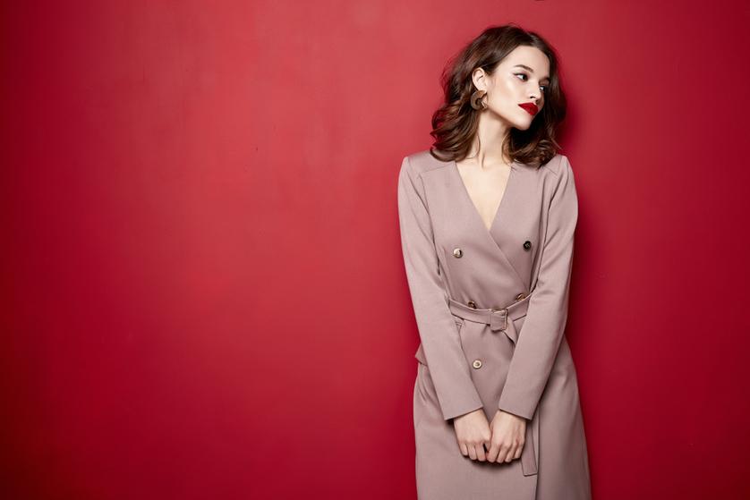 2e778cbc85 Sukienka kopertowa to symbol elegancji i kobiecości. Jej uniwersalny krój  pasuje na różne okazje