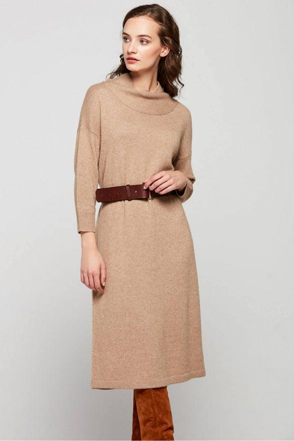 Ubrania w beżowym kolorze – wdzięczna baza dla wielu stylizacji