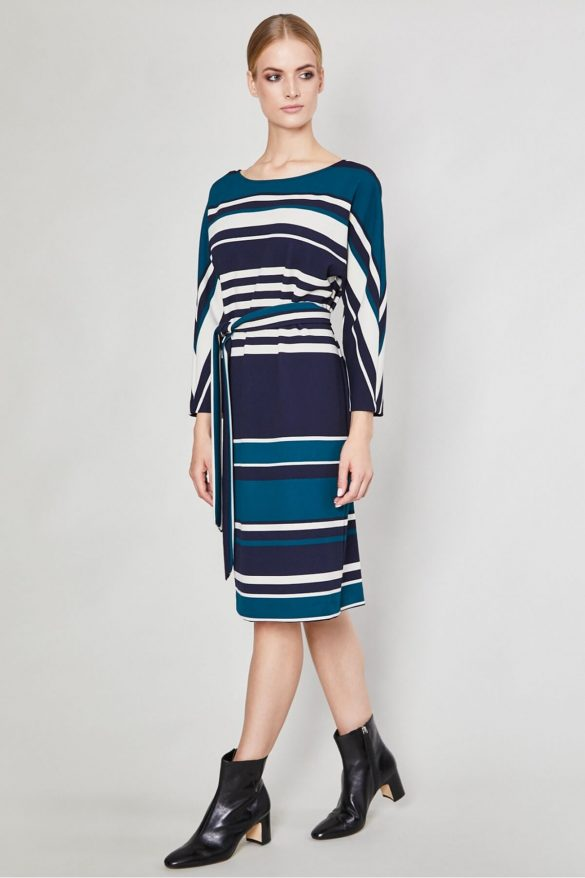 Sukienka w paski – jak dobrać model do sylwetki?