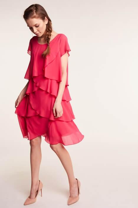 Elegancka sukienka szyfonowa – kreacja na każdą okazję