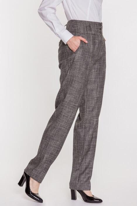 Spodnie z wysokim stanem – dla jakiej figury?