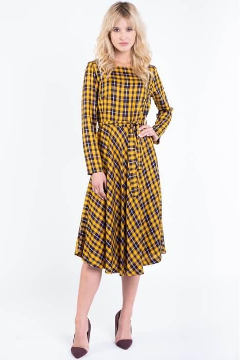 Zwiewna sukienka – hit sezonu