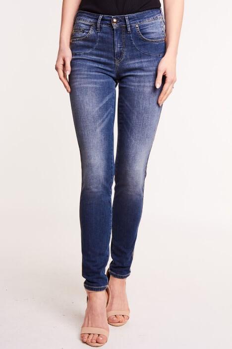 Jak dobrać jeansy do figury?