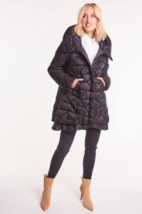 Jesienna elegancja – najmodniejsze płaszcze i kurtki