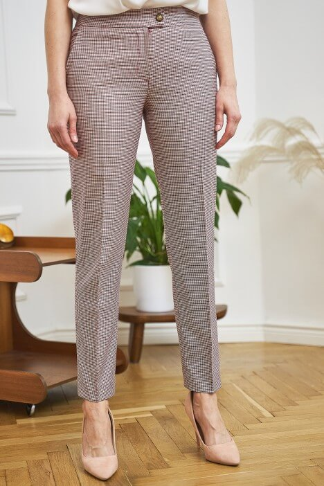 Spodnie w kant – nie tylko do biura