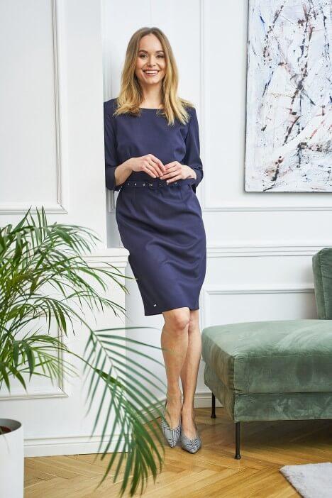 Eleganckie sukienki biznesowe, czyli na co zwrócić uwagę, wybierając strój do biura?