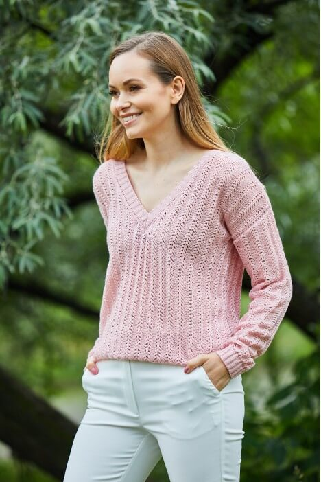 Przytulny sweterek – trafny wybór na każdą porę roku